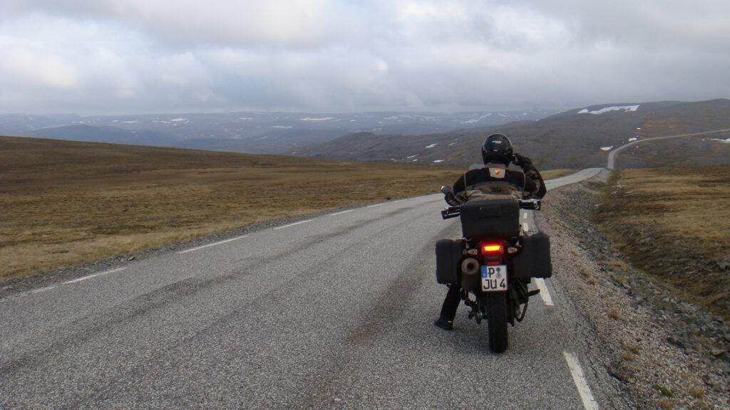 Auf dem Weg von Honningsvåg zu den Nordkapp Hallen