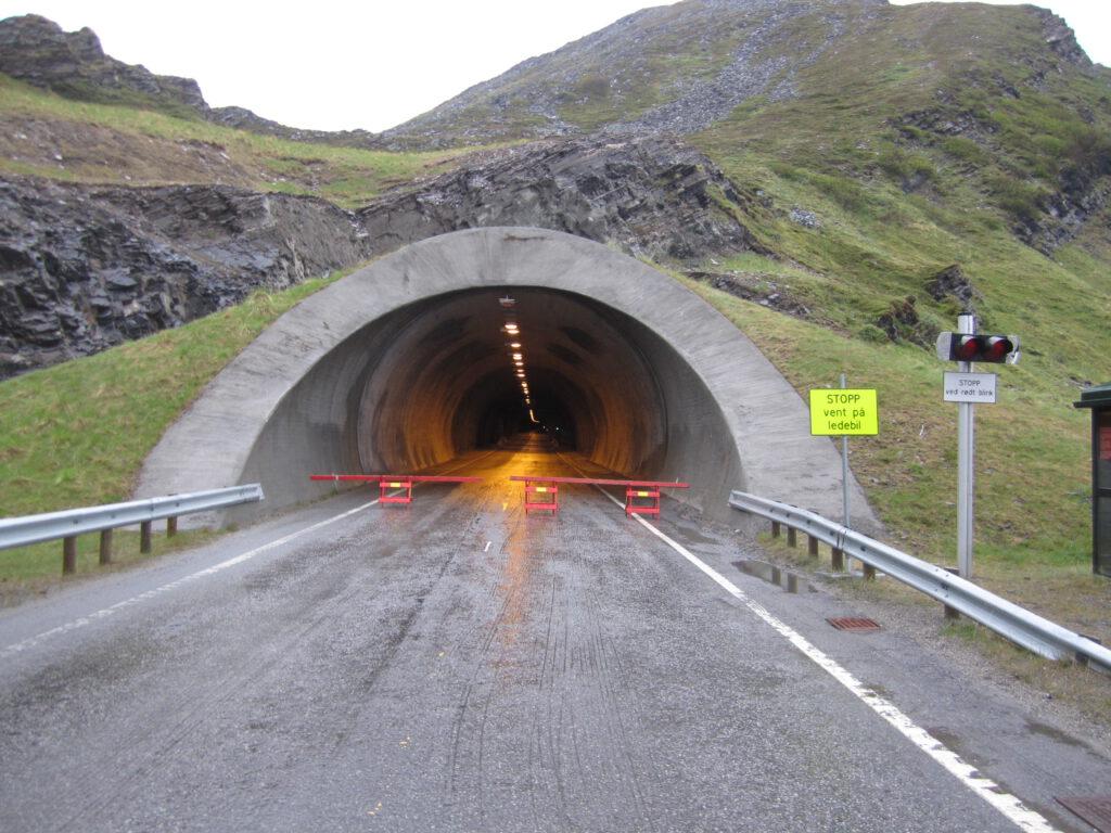 Mit dem Motorrad zum Nordkapp - Der Tunnel nach Mageroya