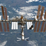 ISS mit ATV-2 am 7. März 2011, aufgenommen aus dem Space Shuttle Discovery